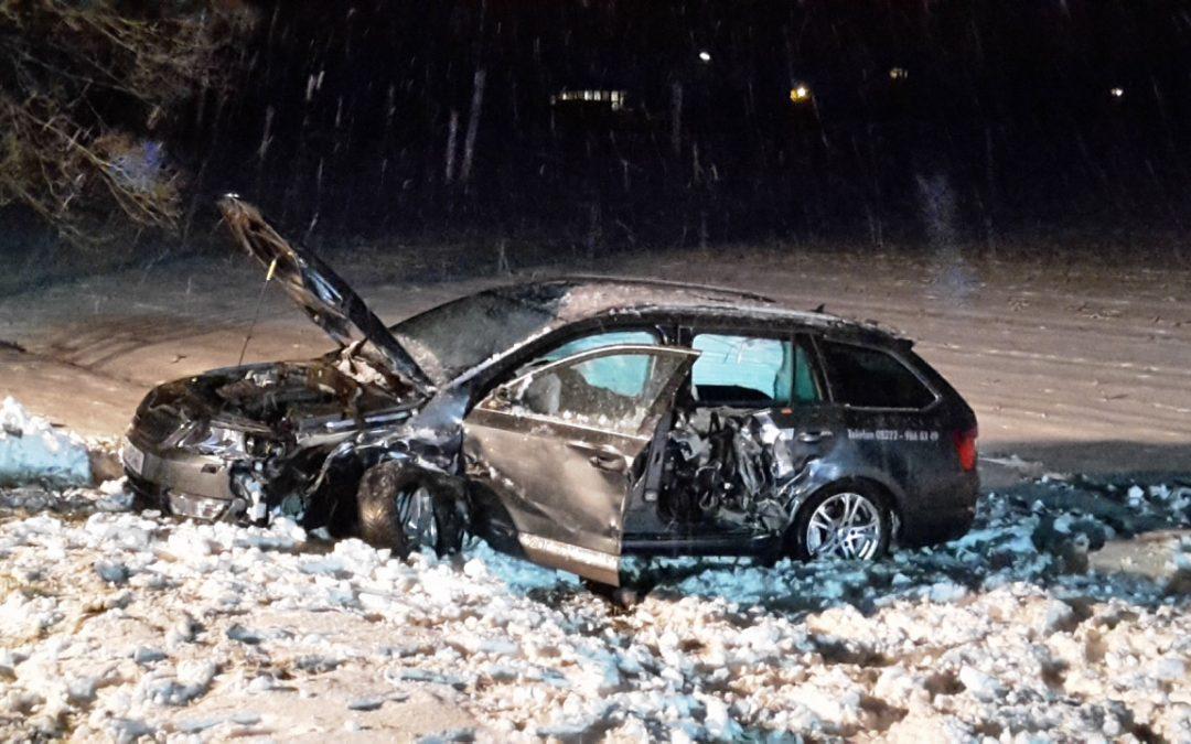 Riedhausen: Schleudernder Audi prallte gegen Skoda